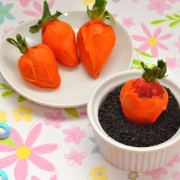 Easy Easter Dessert: Oreo Dirt Cups with Chocolate Covered Strawberry Carrots