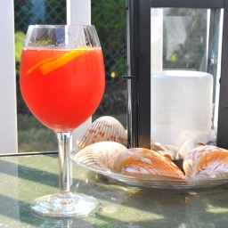 Summer Sips: Bubbly Strawberry Sangria